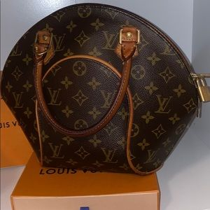 Authentic Louis Vuitton Elipse bag.